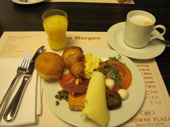 Hotel Crowne Plaza Berlin City Centre: 朝食