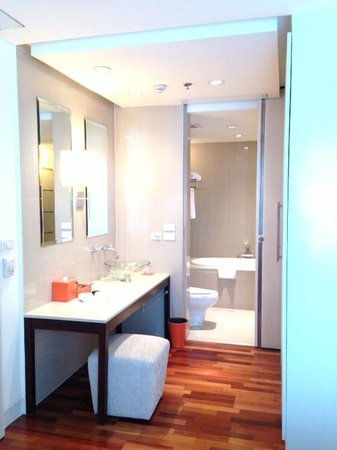Natural Ville Executive Residences: bathroom