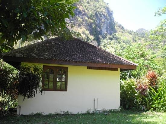 Phanom Bencha Mountain Resort: Bungalow