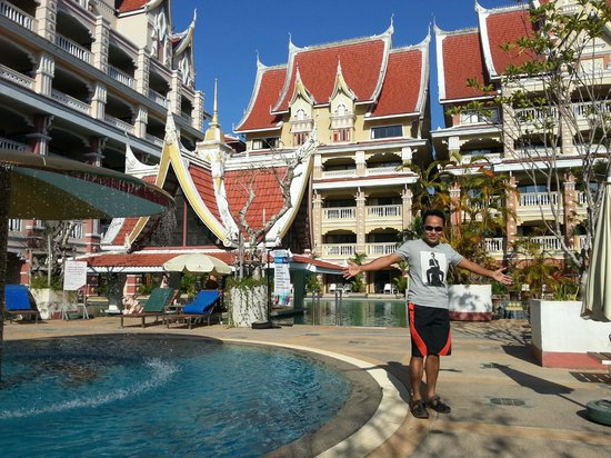 Aonang Ayodhaya Beach Resort: Huge hotel in Krabi