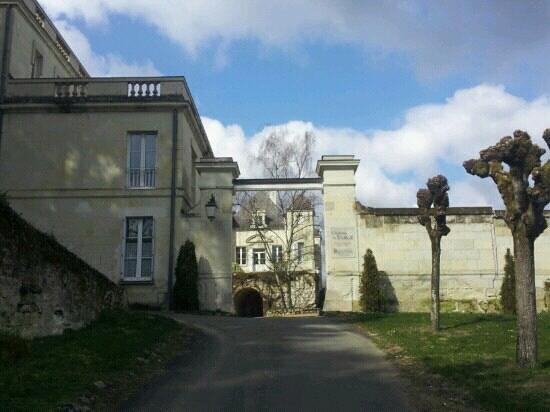 Chateau de Targé : Entrée du château de Targé