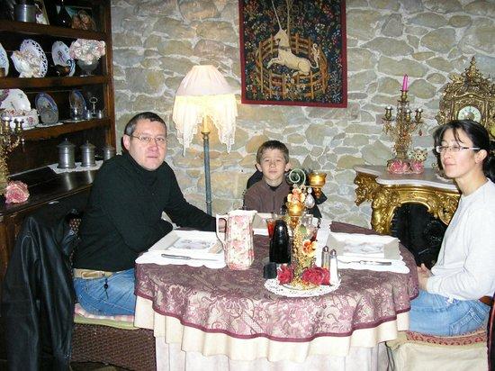 Tr s belle table picture of la table ronde des - Les chevalier de la table ronde ...