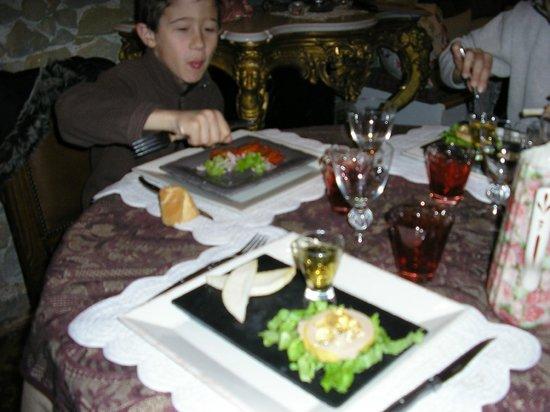 La Table Ronde des Chevaliers : foie gras avec sa gelée et son verre de muscat