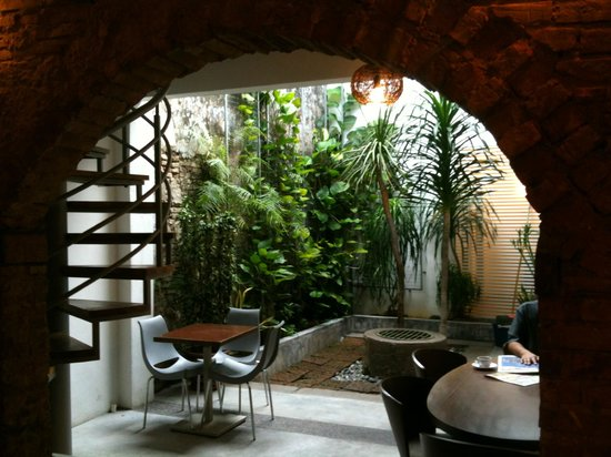 Courtyard @ Heeren Boutique Hotel: Garden breakfast