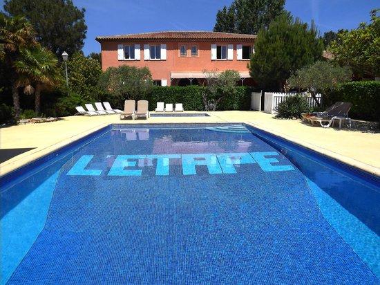 L' Etape : la bastide côté piscine