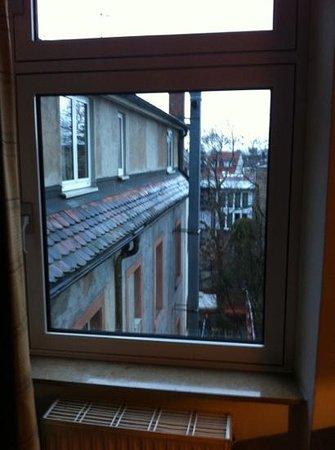 Hotel Blankenburg: Blick hinten raus (aber ruhig auch mit offenem Fenster)