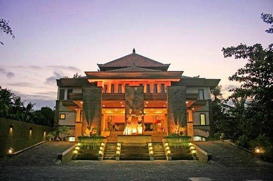 Pelangi Bali Hotel: Hotel Main Gate