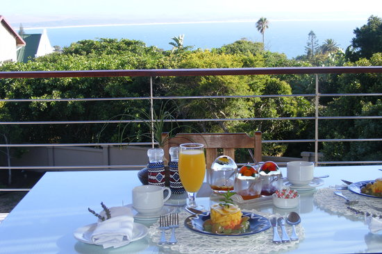 Linkside2 Guest house: Breakfast with early morning view