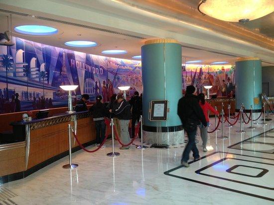 Disney's Hollywood Hotel: Lobby