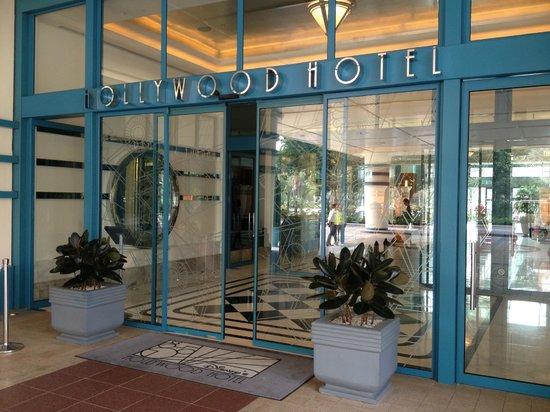 Disney's Hollywood Hotel: Hotel entrance