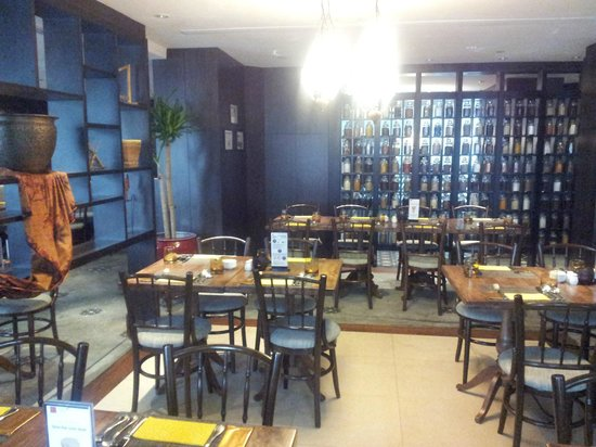 Rendezvous Hotel Singapore by Far East Hospitality: Indonesian Restaurant - Halal