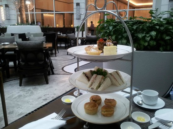 Rendezvous Hotel Singapore by Far East Hospitality: Afternoon Tea served in the Hotel's Cafe