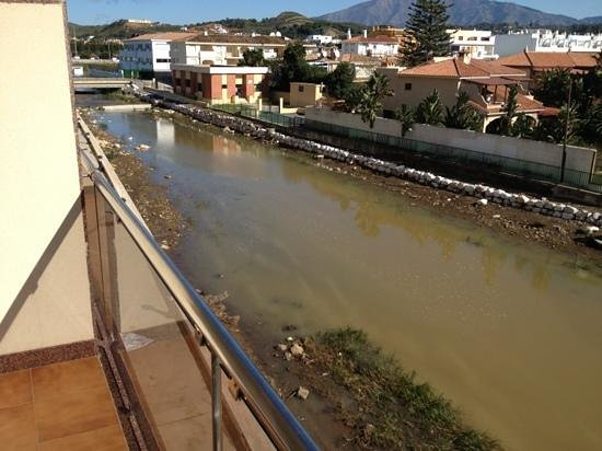 VIK Gran Hotel Costa del Sol: dirty river behaind the hotel