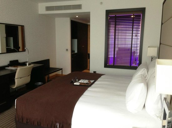 Pestana Chelsea Bridge: Chambre / Room  / 8 th floor