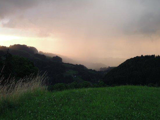 B&B Bergbolt: Sicht übers Tal