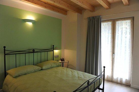 Doghe In Legno Letto Matrimoniale : La camera verde ha letto matrimoniale con doghe in legno bagno