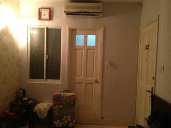 Ha My 2 Hotel: Дверь в ванную комнату
