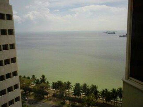 Diamond Hotel Philippines: 部屋からの眺め