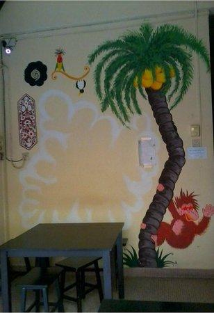Lok Ann Hotel: Lounge room's wall deco