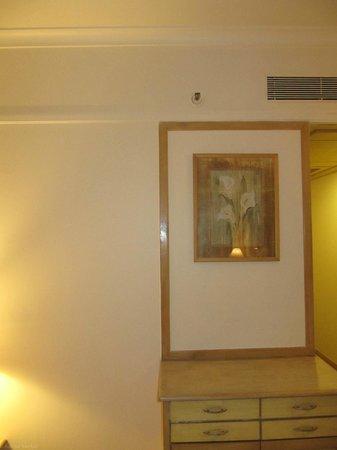 Vits Hotel: The room