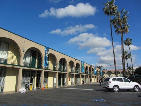 Super 8 Anaheim Near Disneyland: Parcheggio