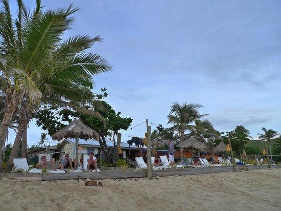 Mana Lagoon Backpackers: beach area.