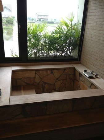 Jingyuanxiuxian Hostel: 有溫泉湯屋療效的浴池