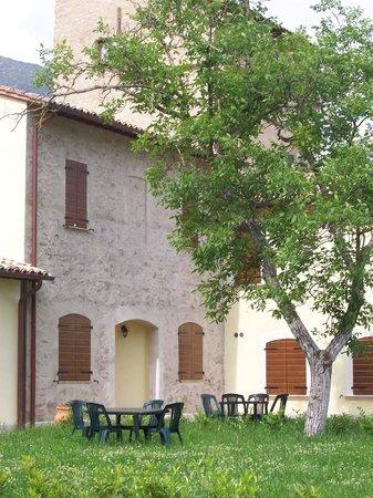 Agriturismo Santa Croce: giardino di un appartamento