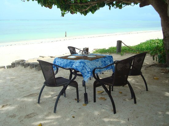 Breezes Beach Club & Spa, Zanzibar: Breakers Grill alfresco dining