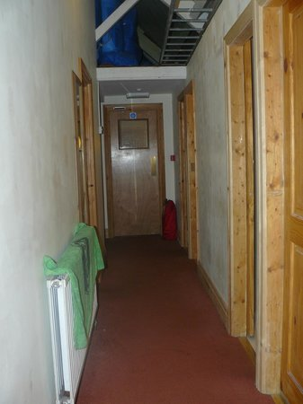 Bristol Backpackers Tourist Hostel : Corridor Upstairs