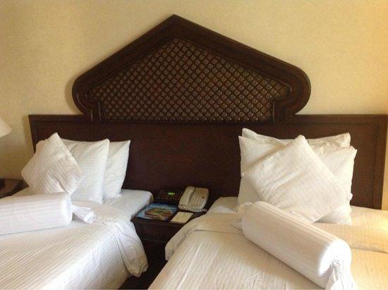 Arabian Courtyard Hotel & Spa: Стандартный номер с 2 кроватями