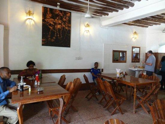 Lukmaan Restaurant: La salle
