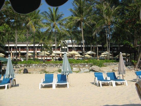 Katathani Phuket Beach Resort: Thani Wing Haus mit Pool und Garten, Begrenzung zum Strand