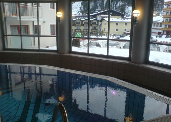 Hotel Post: The indoor pool with the view