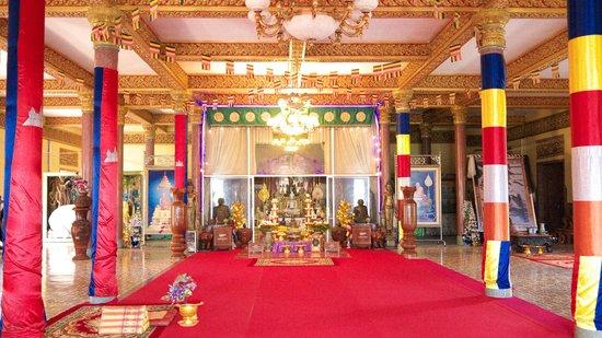 Pagoda Wat Ounalom: Praying place