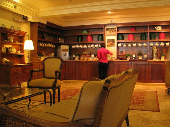 Hotel Mitzpe Hayamim: The tea corner in the loby