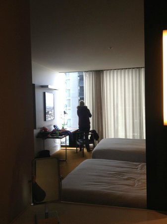 Crown Metropol Melbourne: View of our room from the bathroom!
