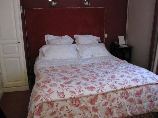 Hotel Daunou Opera: シングルでしたが、ベッドはセミダブル