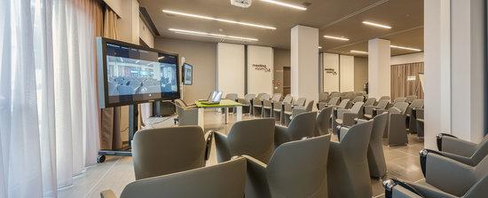 8piuhotel: Meeting Room