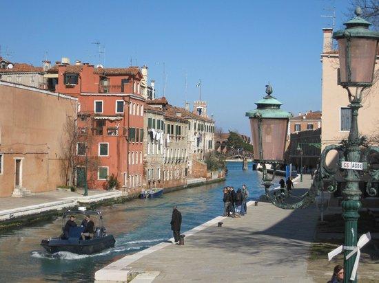 Hotel Bucintoro: Der Kanal direkt neben dem Hotel