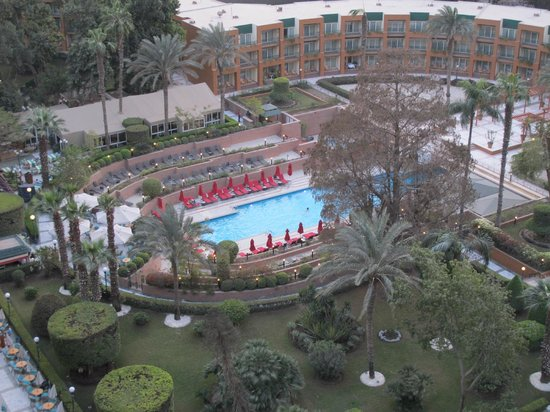 Cairo Marriott Hotel & Omar Khayyam Casino: Pool area