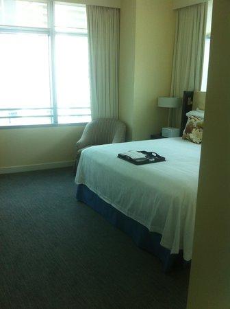 كونراد ميامي: Bedroom