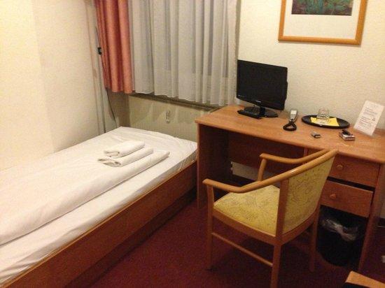 CCA Hotel Pension Delta : Zimmer1
