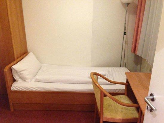 CCA Hotel Pension Delta: Zimmer 3