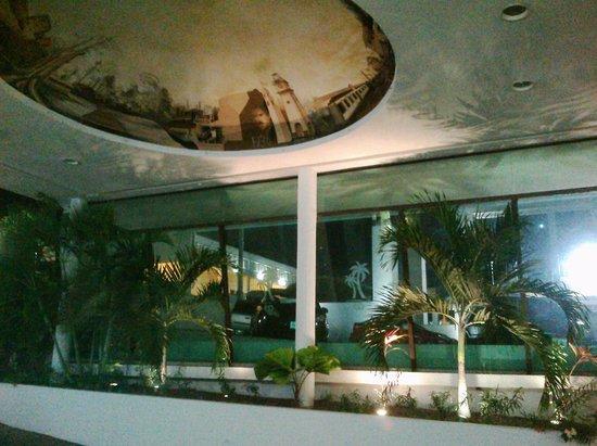 Hotel Los Cocos: devant l'hôtel