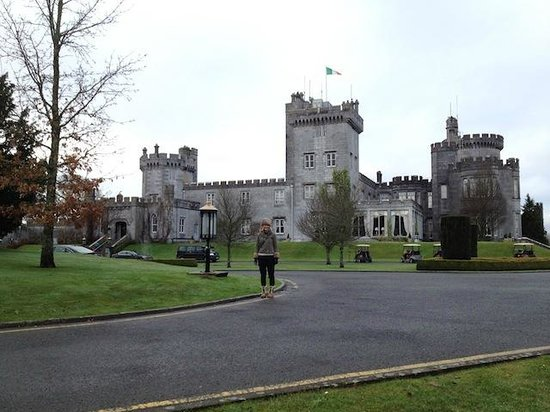 Dromoland Castle Hotel: Lisa at head entrance