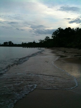 Popa Paradise Beach Resort: the beach