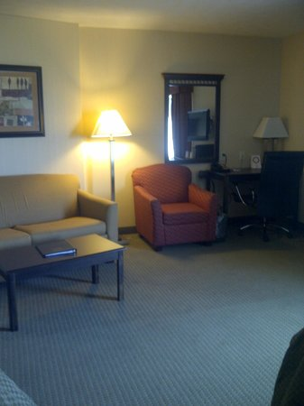 Comfort Suites Speedway - Kansas City : Room 308 lounge