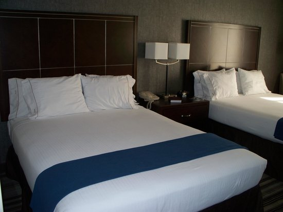 Holiday Inn Express Sea World: Queen Beds