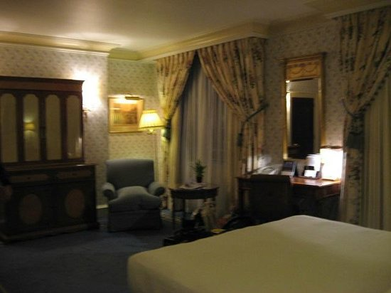 The Dorchester: Our room